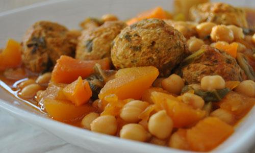 תבשיל עשיר כדורי עוף ,חומוס, דלעת וסלק.