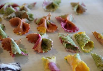 דוגמאות לסוגי פסטה בצבעים