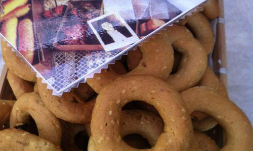 שקיות מיוחדות עם העוגיות שהייתה מכינה