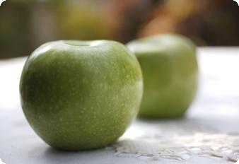 עוגת תפוחים עם תפוחים יפים