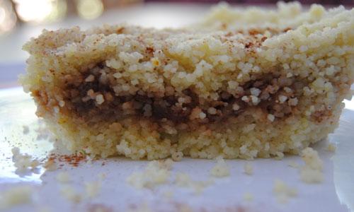עוגת קוסקוס/פרקה -ממולאת תמרים ואגוזים