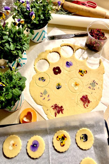 עוגיות, פסטה ופרחים אכילים