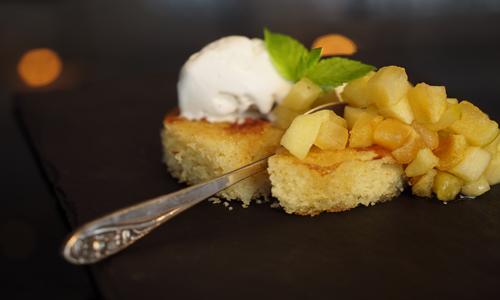 בסבוסה תפוחים בדבש וגלידת וניל