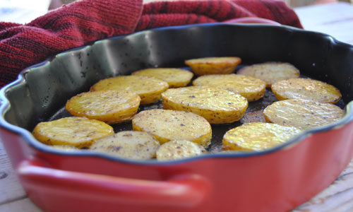 פרוסות תפוחי אדמה מתובלות