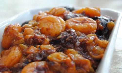 תבשיל פירות מיובשים עם משמשים