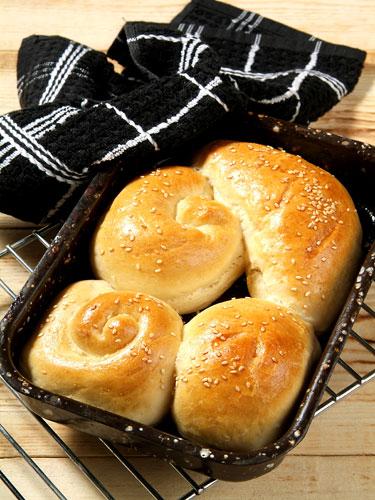 לחם ביתי בצורות